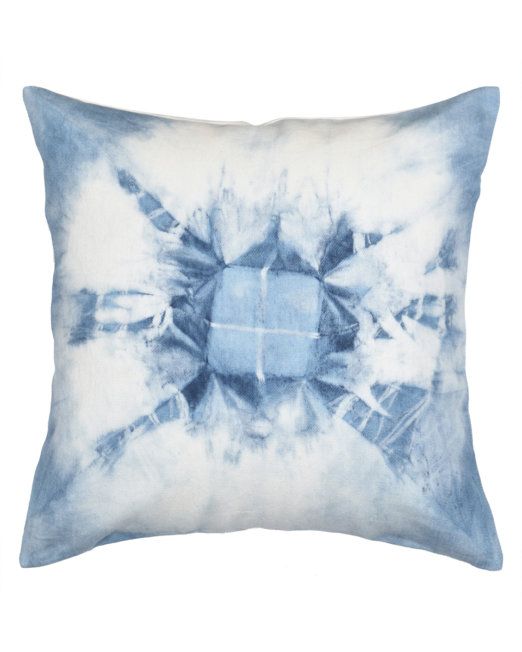 cushion_cover_tieNdye_natural_indigo_abstract_center_square_front_view