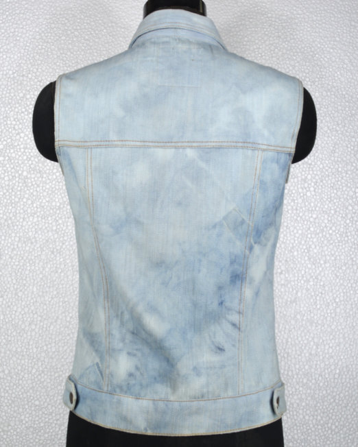 khadi_denim_sleeveless_trucker_jacket_tieNdye_women_back_view
